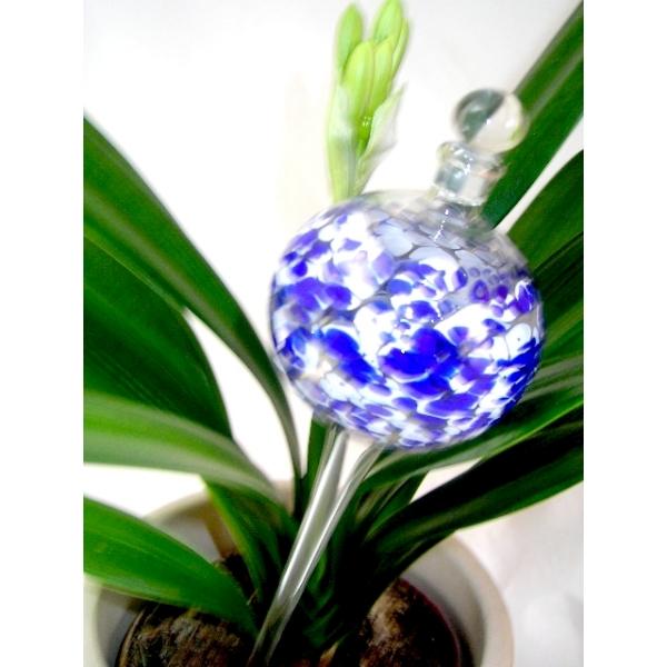 Blaue Bewässerungskugel